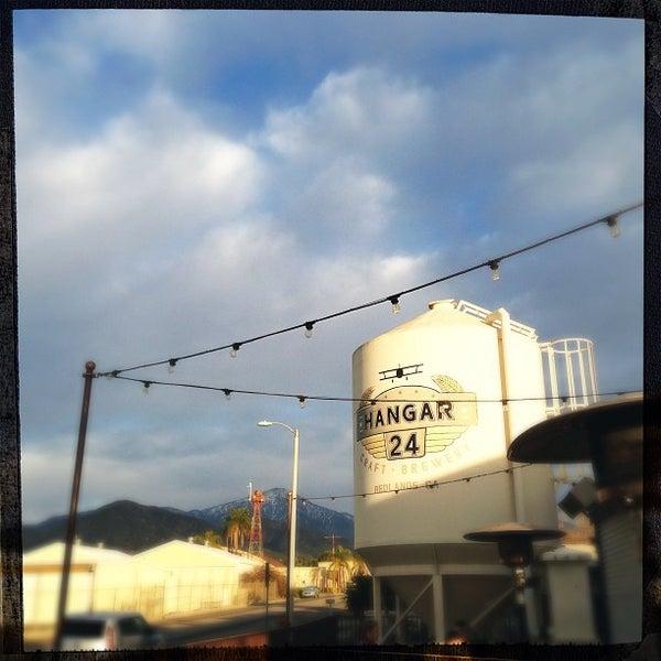 Foto tirada no(a) Hangar 24 Craft Brewery por Jose em 1/14/2013
