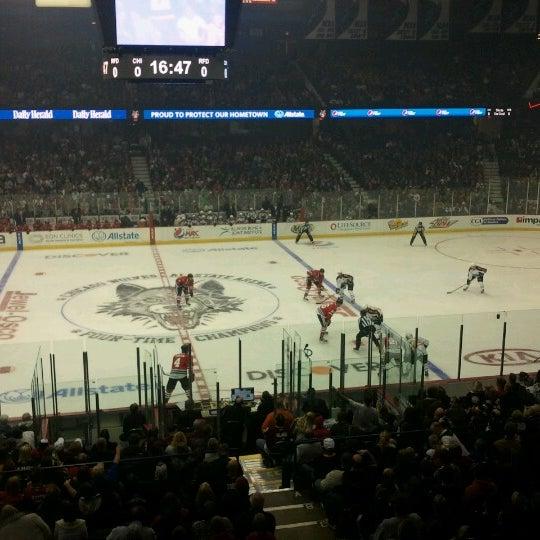 รูปภาพถ่ายที่ Allstate Arena โดย Kevin K. เมื่อ 10/14/2012