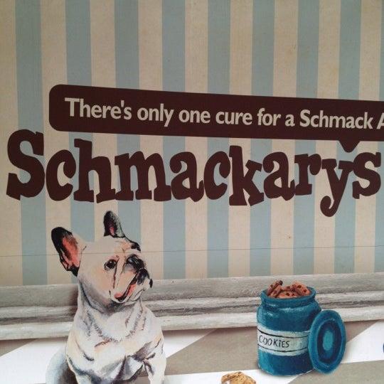 รูปภาพถ่ายที่ Schmackary's โดย Ming-Samurai L. เมื่อ 2/25/2013