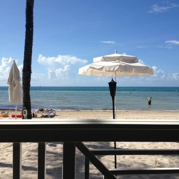 Foto tirada no(a) Southernmost Beach Cafe por Kevin em 6/28/2013