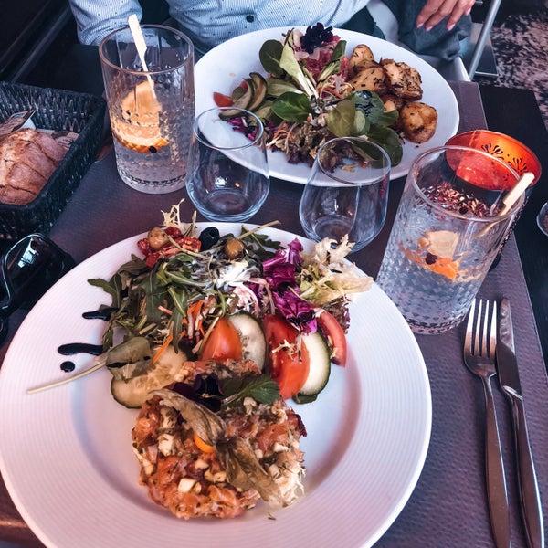 Photo prise au Noa Resto-Lounge-Bar par Stephanie D. le4/5/2018