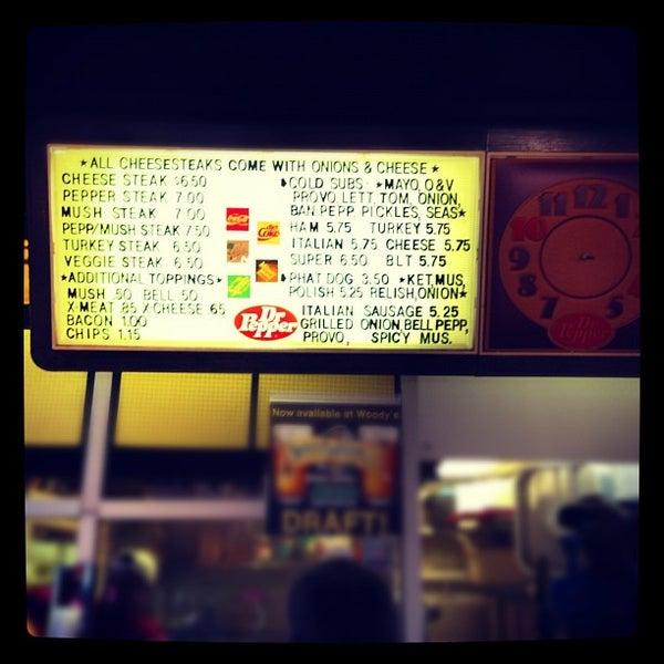Foto scattata a Woody's Famous CheeseSteaks da Mike W. il 9/21/2012