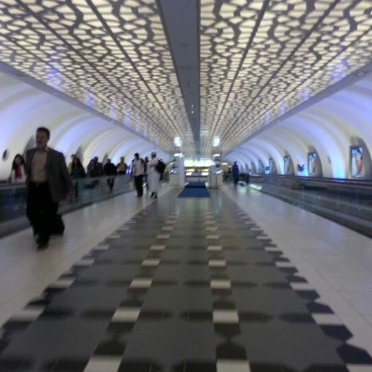 Photo prise au Abu Dhabi International Airport (AUH) par Maria O. le2/13/2013