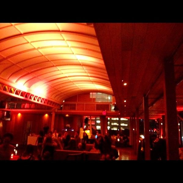 Foto tirada no(a) Hudson Terrace por Phil M. em 12/1/2012