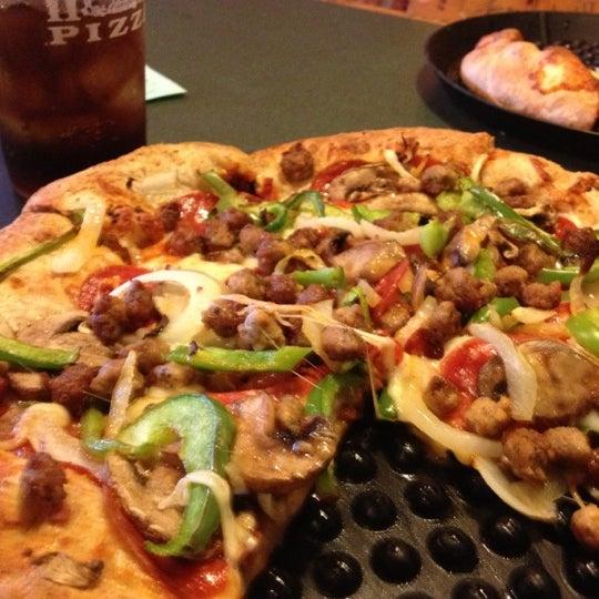 10/21/2012にNancy S.がWoodstock's Pizzaで撮った写真