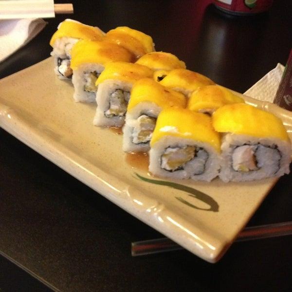 Foto scattata a Sushi Washoku da Oscar S. il 7/24/2013