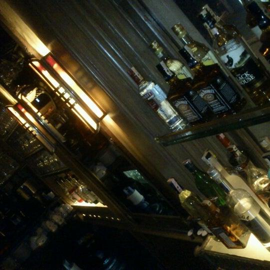 รูปภาพถ่ายที่ Zihni Bar โดย Murat Ş. เมื่อ 12/8/2012
