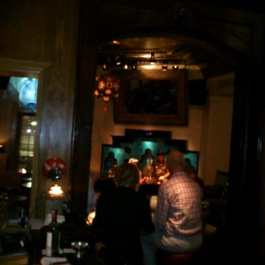 รูปภาพถ่ายที่ Zihni Bar โดย Murat Ş. เมื่อ 10/17/2012