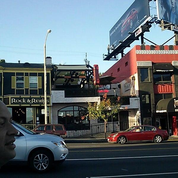 10/12/2013 tarihinde Tina B.ziyaretçi tarafından Pearl's Liquor Bar'de çekilen fotoğraf