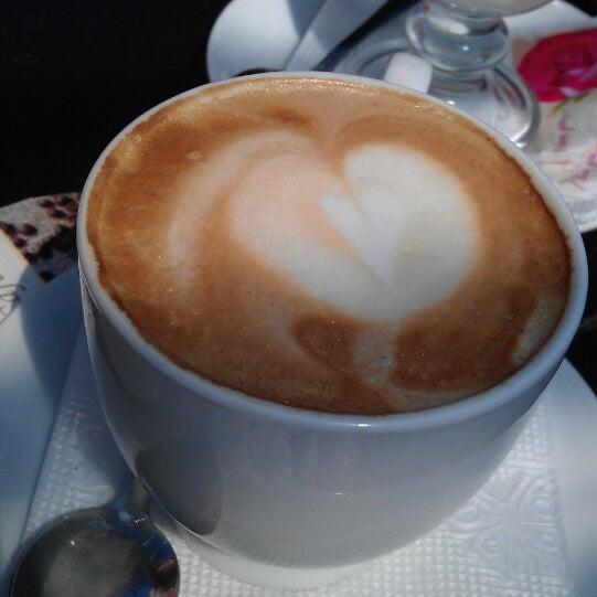 รูปภาพถ่ายที่ Café Bon Apрétit โดย Евгений Щ. เมื่อ 5/7/2013