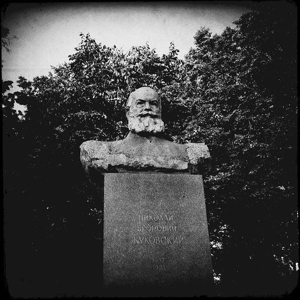 современных памятник хармсу на жуковского фото целом русский