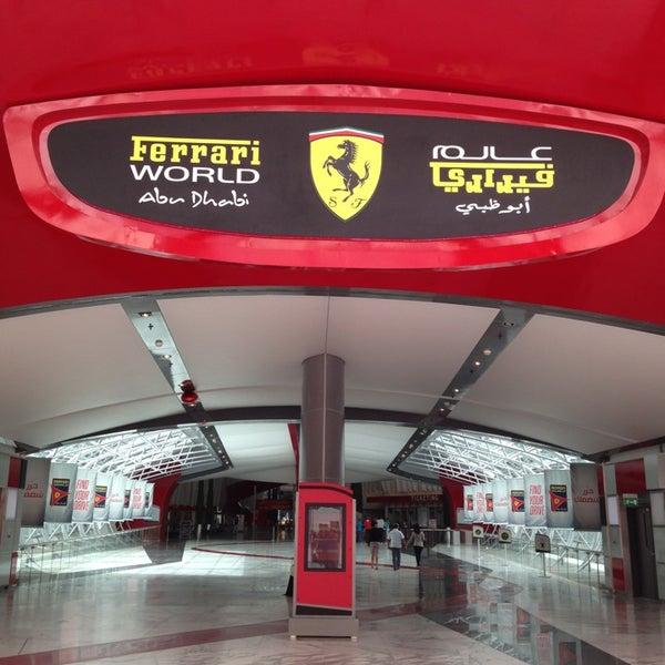 Foto tomada en Ferrari World Abu Dhabi por Bader A. el 4/6/2013