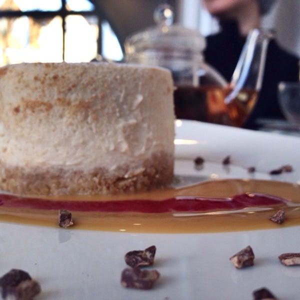 Foto tirada no(a) Chateau Dessert por Ash M. em 2/2/2014