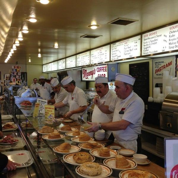 Foto diambil di Manny's Cafeteria & Delicatessen oleh Ryan G. pada 1/16/2013