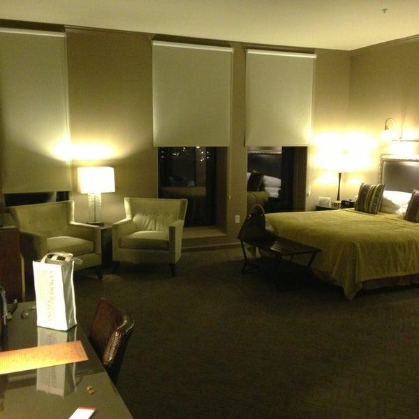 รูปภาพถ่ายที่ Magnolia Hotel โดย Mark B. เมื่อ 3/16/2013