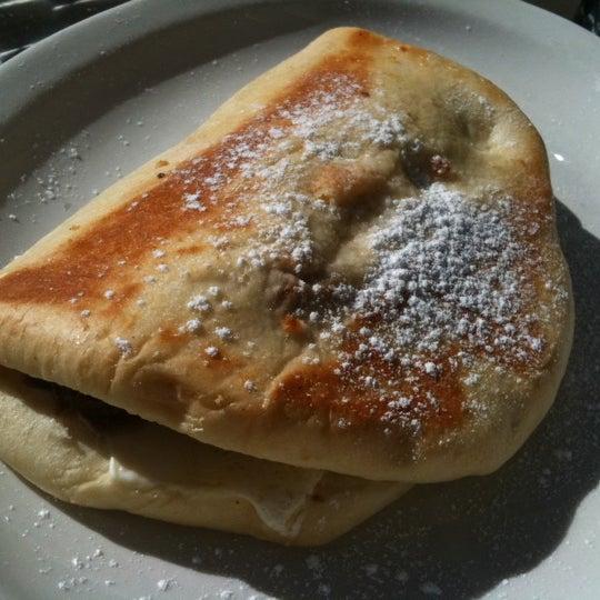 Снимок сделан в Southport Grocery & Cafe пользователем Lizelle M. 10/8/2012