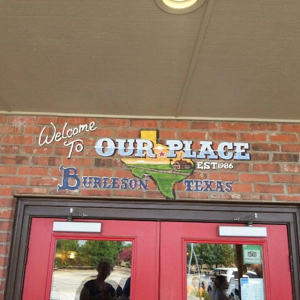 Foto tirada no(a) Our Place Restaurant por Joe D. em 8/25/2013