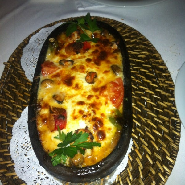 Foto diambil di Yelken Restaurant oleh Simten D. pada 2/20/2013