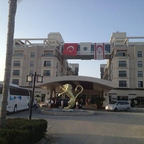 รูปภาพถ่ายที่ Cratos Premium Hotel & Casino โดย Gülten M. เมื่อ 5/19/2013