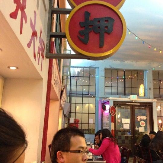 Foto tirada no(a) Dessert Republic por Robert S. em 12/13/2012