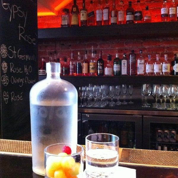 รูปภาพถ่ายที่ Oola Restaurant & Bar โดย K P. เมื่อ 5/18/2013