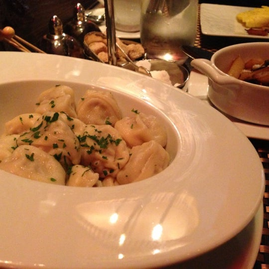 Foto tomada en Brasserie Pushkin por Helen L. el 10/7/2012