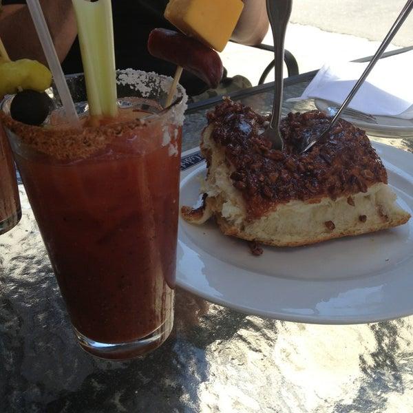8/3/2013에 Adrian C.님이 Ike's Food & Cocktails에서 찍은 사진