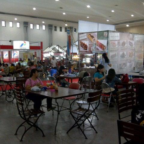 Das Foto wurde bei Jogja Expo Center (JEC) von DEWI J B. am 10/15/2012 aufgenommen