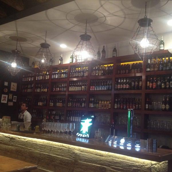 Das Foto wurde bei The Beer Box von Nayeli V. am 12/1/2013 aufgenommen