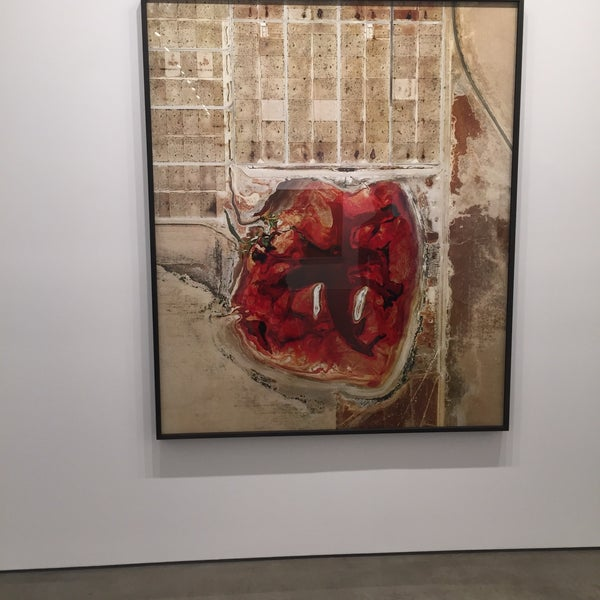Photo prise au Bruce Silverstein Gallery par Delvis le9/26/2015