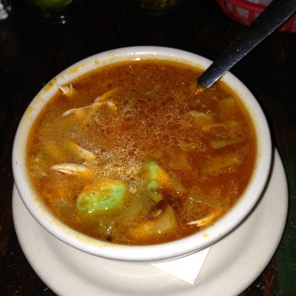 Das Foto wurde bei Mi Pueblito Restaurant Bar & Grill von Zintiha G, L. am 1/5/2013 aufgenommen