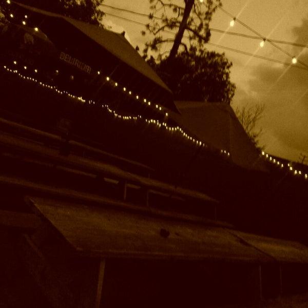 5/7/2013 tarihinde chelsy w.ziyaretçi tarafından Verdugo Bar'de çekilen fotoğraf