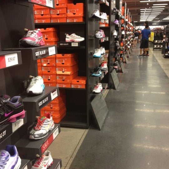 abajo Tiza perspectiva  Nike Factory Store - International Gateway of The Americas - 20 tips from  3143 visitors