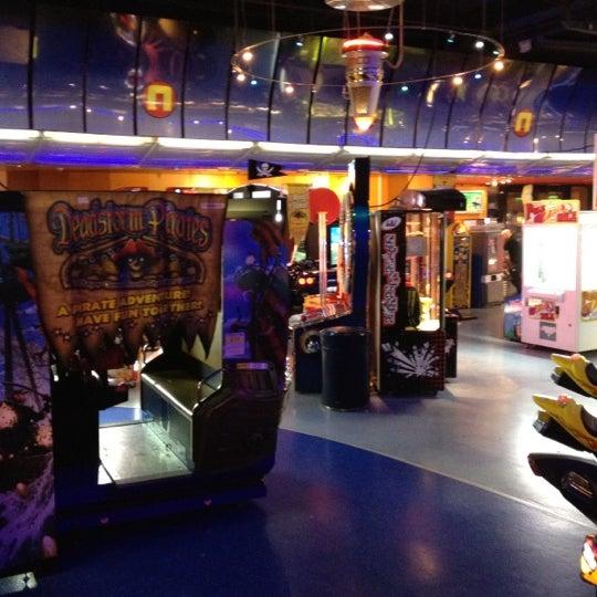 Enorme sala giochi della catena Namco Funscape. Tre piani di divertimento proprio ai piedi del London Eye. Grande scelta di cabinati arcade vecchi e nuovi, ma anche macchine a scontro, bowling e bar.