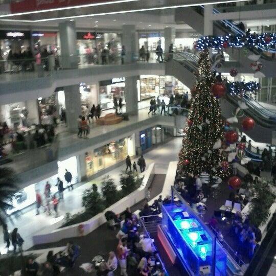 รูปภาพถ่ายที่ Athens Metro Mall โดย Gewrgia P. เมื่อ 11/17/2012