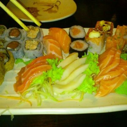 Foto tirada no(a) Kodai Sushi por Camila S. em 11/25/2012