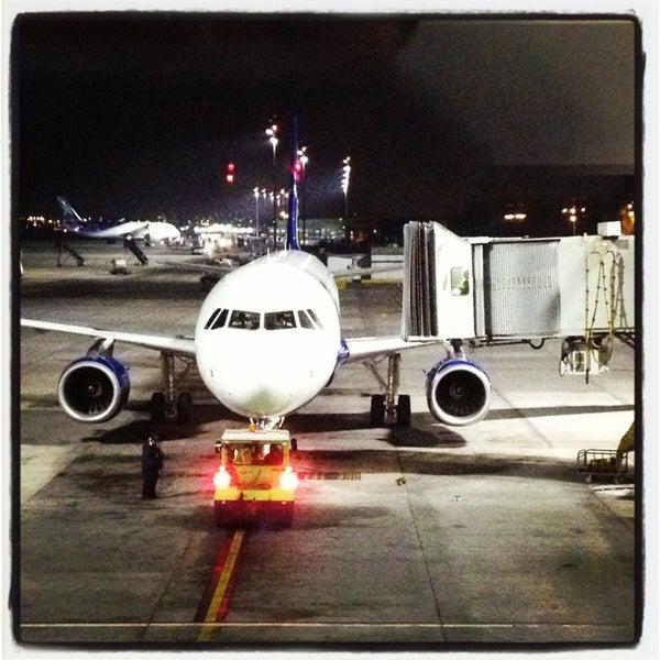 Foto tomada en Aeropuerto Internacional Comodoro Arturo Merino Benítez (SCL) por Maximiliano el 8/20/2013