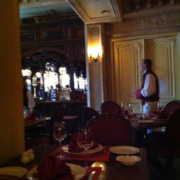 7/28/2013 tarihinde Marietteziyaretçi tarafından Cafe Pushkin'de çekilen fotoğraf