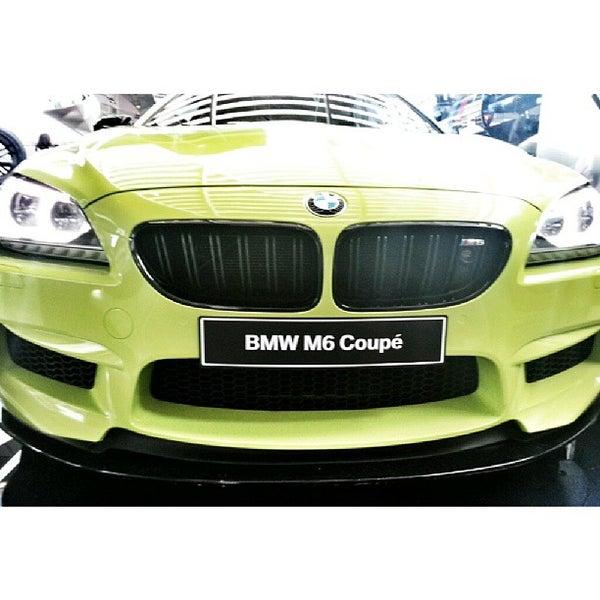 Foto tirada no(a) BMW Welt por Igor K. em 9/11/2013