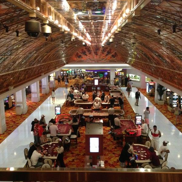 Снимок сделан в Tropicana Las Vegas пользователем Sarah B. 7/14/2013