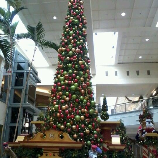 Foto tomada en Hillsdale Shopping Center por Noel S. el 11/28/2012