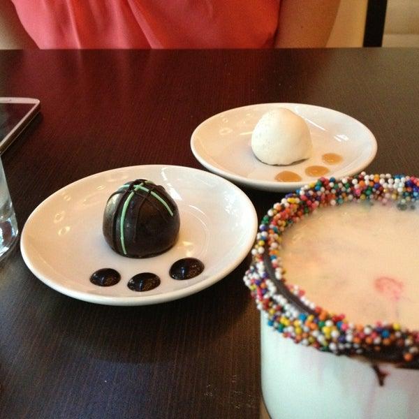 Foto scattata a Copper Restaurant & Dessert Lounge da Bruce il 7/24/2013