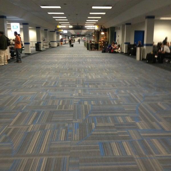 Снимок сделан в Вашингтонский аэропорт имени Даллеса (IAD) пользователем JM H. 5/11/2013