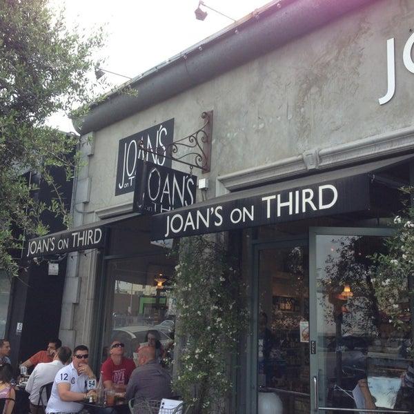 Photo prise au Joan's on Third par Jose le4/5/2013