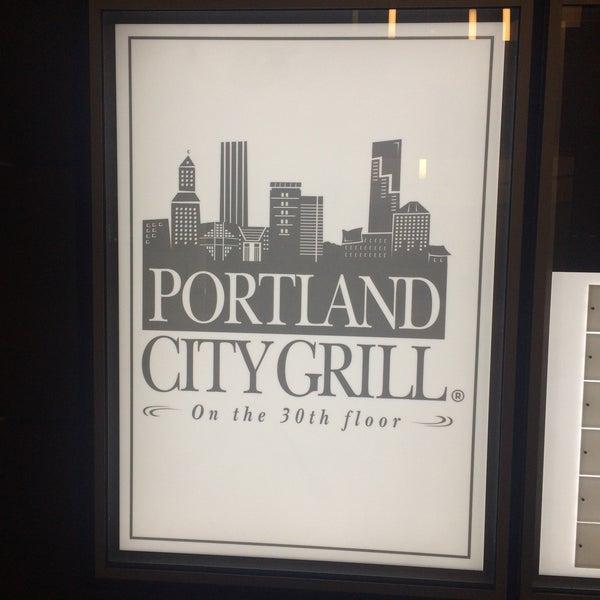 Foto tomada en Portland City Grill por Pedro A. el 5/10/2015