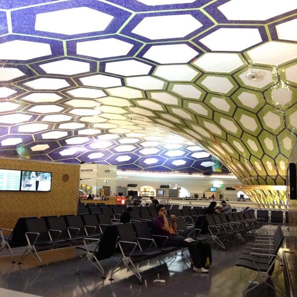 Photo prise au Abu Dhabi International Airport (AUH) par Aidan V. le5/23/2013