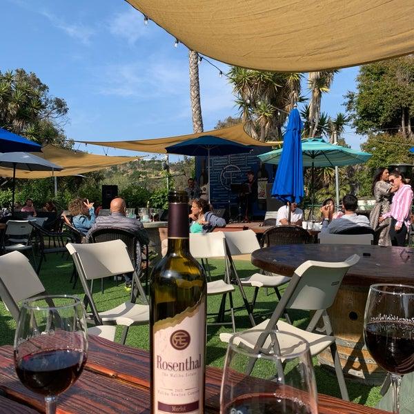 Photo prise au Rosenthal Wine Bar & Patio par Tom 😎 C. le6/2/2019