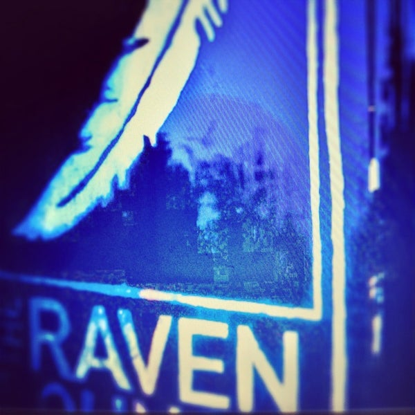 2/16/2013 tarihinde Paul T.ziyaretçi tarafından Raven Lounge'de çekilen fotoğraf