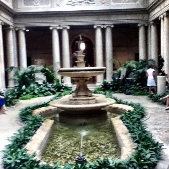 7/2/2012 tarihinde Martha A.ziyaretçi tarafından The Frick Collection'de çekilen fotoğraf