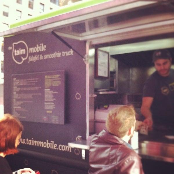 11/28/2011 tarihinde Alan M.ziyaretçi tarafından Taïm Mobile Falafel & Smoothie Truck'de çekilen fotoğraf